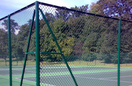 Chainlink fencing by Manor Fencing