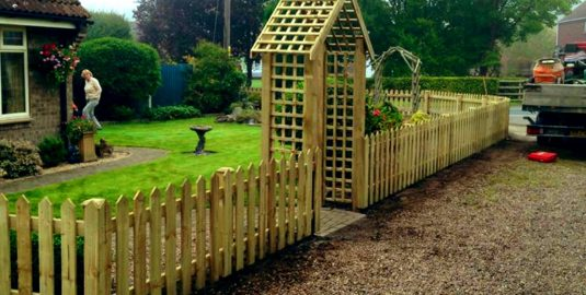 Dorking-Fence-Installation